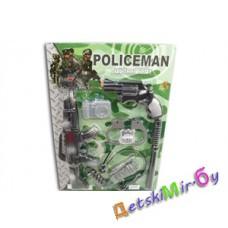 "Полицейский набор ""Закон и порядок"" состоит: автомат, пистолет, фотоаппарат, свисток, наручники, дубинка, рация, наушники, пули."